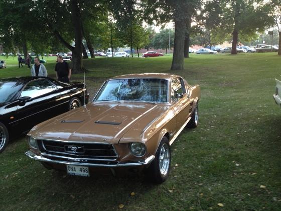 """Mustang 67 i den utsökta nyansen """"Burnt Amber"""""""