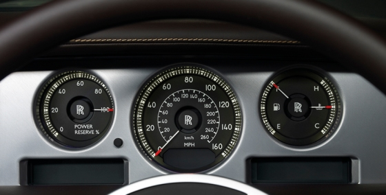 """Även Rolls-Royce Phantom har en effektmätare, den räknar dock baklänges - vid full gas visar den 0% i """"Power Reserve"""""""